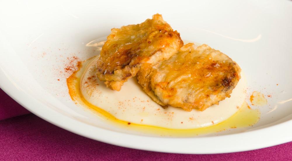 tempura de pulpo sobre pure de patata