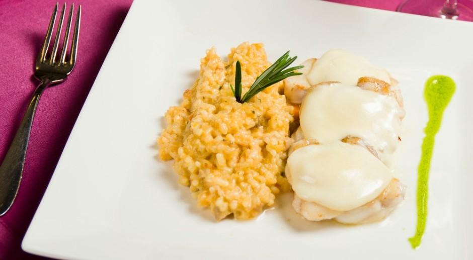 rape con queso del pais salsa de piquillos y arroz cremoso de setas