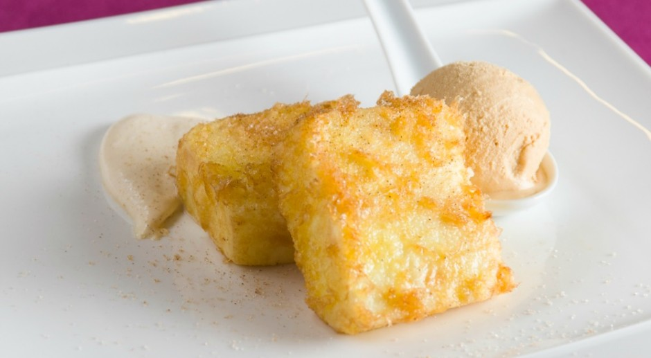 leche frita con helado dulce de leche y crema de baileys