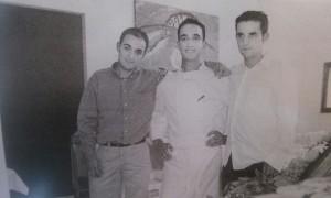 Oscar y Juan Mato Bermúdez con Jose Manuel Pérez Souto, socios del Restaurante Artabria en sus inicios - Foto La Opinión de A Coruña