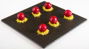 bombones caseros de foie con salsa de frambuesa y pistachos